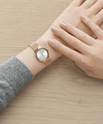 普段アクセサリーはしないけど、実用性のある腕時計なら取り入れたい、という方も多いのではないでしょうか。  知的でクールなイメージを与える腕時計は、カジュアルからきちんとコーデまであらゆるスタイルやシーンに役立つアイテム。きっと喜ばれるギフトになることでしょう。