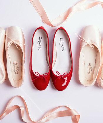 ダンサーたちの信頼を集めてきたブランド「Repetto(レペット)」。1947年、ローズ・レペットがパリに設立したバレエ用品の専門店です。