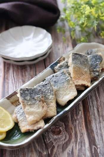 漬け時間10分で上品な鯖の竜田揚げができる簡単レシピ。あっさりとした白だしの竜田揚げは、鯖の風味をより感じられておすすめです。