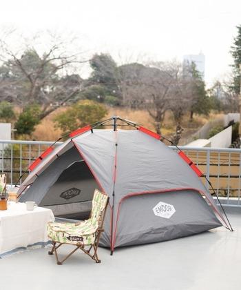 テントといって思い浮かべるのが、天井がドーム型になった「ドームテント」という人も多いはず。軽くて収納しやすく、サイズ展開も豊富なので、ファーストテントに最適です♪