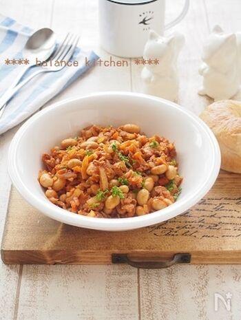 豚こまと水煮の大豆を使った時短ポークビーンズ。最初に野菜をしっかり炒めれば、煮込まず短時間で作れます。一皿で栄養バランスもバッチリです。