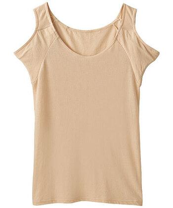 最近ではこちらのように、汗取りパッドの付いたインナーも人気が高まっています。吸水性に優れているため快適に過ごせるだけでなく、気になる脇の汗ジミをカバーしてくれるアイテムです。脇アセが気になって暑い日でも羽織が手放せないという方は、ぜひインナーを活用してみてくださいね。