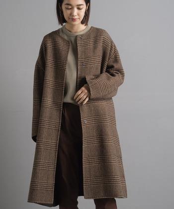 上品なデザインが人気の「ノーカラーコート」も、今シーズン注目されているトレンドアイテムです。旬のグレンチェックを取り入れたコートなら、より鮮度の高い着こなしが楽しめそうですね。