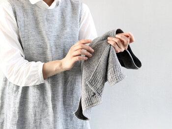 アクティビティスポットでは、汗もかくし、水辺で遊ぶこともあるでしょう。タオルが必要になるシーンが何かと多いので持っていくと便利です。フェイスタオルくらいのサイズ感だと、大きすぎず小さすぎず扱いやすくてオススメです。