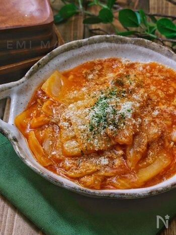 """冬野菜の代表格""""白菜""""もケチャップとよく合う食材です。ツナと一緒にやわらかくなるまで煮たら、最後にとろみを付けて完成。煮汁が白菜とよくからまり、とってもおいしく仕上がります。"""