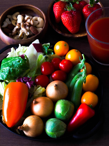 そのまま調理に使える「冷凍野菜」。栄養価がアップしたり、味が染みやすくなったりと、冷凍することでメリットもたくさん生まれます。  旬の野菜をたっぷり食べるためにも、「冷凍野菜」を上手に活用して、日々の食卓を豊かにしてみてくださいね♪