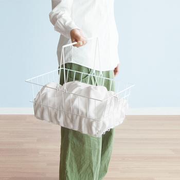 バスケットは取り外し可能なので、洗濯物を干す際に便利です。