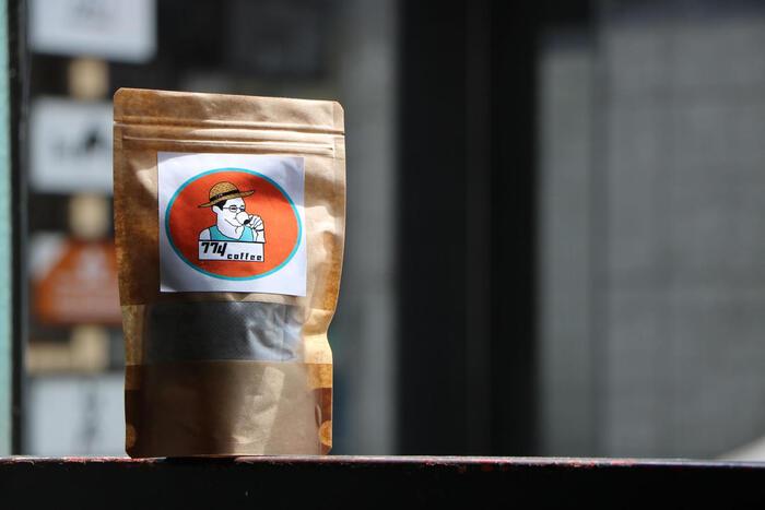 NONAMESTOREは熊本のロースターです。ポップなラベルが目を引く水出しコーヒーは高級感があり、贅沢なひとときを味わえます。
