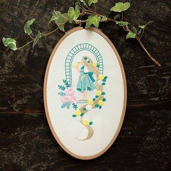 大好きな童話の世界を表現する刺繍なら、テンションがあがりそう!「塔の上のラプンツェル」をイメージしてつくられた刺繍キットです。パステル調の色みも、乙女心くすぐりますね♪