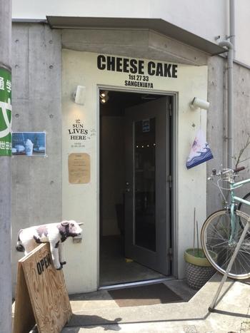 三軒茶屋のチーズケーキ専門店「cafe The SUN LIVES HERE(ザ サン リブズ ヒア)」は、メディアに紹介されることの多い人気店。種類豊富なチーズケーキやお取り寄せで話題のチーケーサンドと並び、注目されているのが「CHILK(チルク)」です。