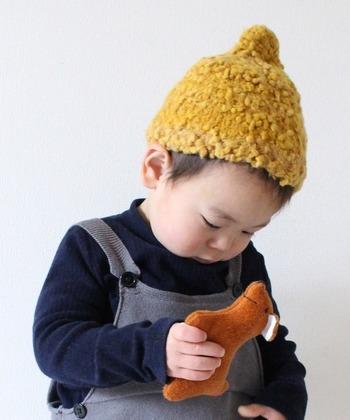 先っぽがちょっととがった、どんぐり帽。その何とも言えないフォルムがとってもかわいいですよね。そんなどんぐり帽、実はかぎ編みで簡単に編めるアイテムでもあるんです。