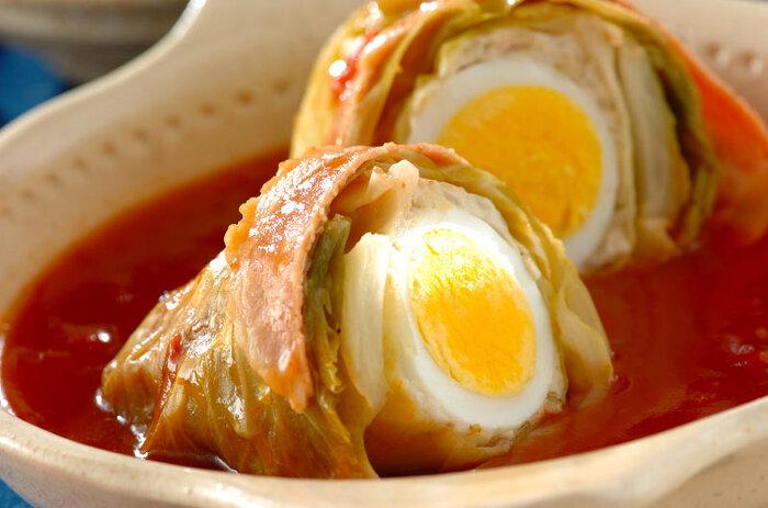 見た目にも豪華で、特別な日のメニューとしてもぴったりなチキンロールキャベツ。ゆで卵が肉タネとともにそのまま入っているので、切った時のサプライズも感もあり、家族みんなで楽しめます。
