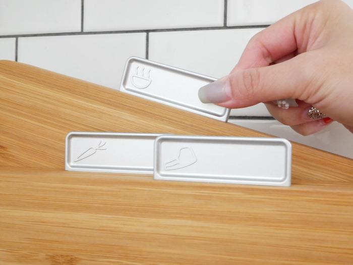見やすく取り出しやすいインデックス付き。食材のイラストがさりげなく入っており、使い分けに便利です。