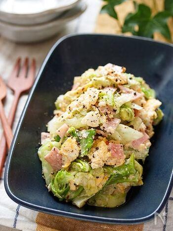 まるでデリのようなおしゃれなサラダ。レンジ調理で作れるので、暑い季節の調理やお子様とのごはんづくりにも最適のレシピ。
