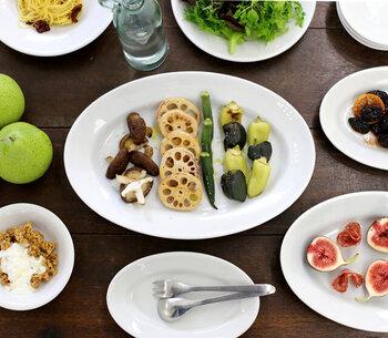 イタリアのレストランなどで業務用に多く使われている、丈夫で使い勝手のいいプレートです。お肉やお魚はもちろん、サラダを盛り付けても良く似合います。オーバルの形がおしゃれに見えるポイントです。