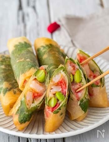 海老のプリプリ食感が楽しい春巻き。紅生姜の赤と枝豆の緑がアクセントになり、見た目も楽しい♪
