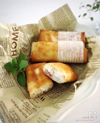 あの有名ファストフード店の味!熱々「ベーコンポテトパイ」を、春巻きの皮を使ってお家で簡単に再現。おやつにぴったりです。