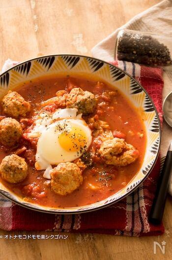 これ一皿で満足感たっぷりなスープ。豚ひき肉と厚揚げをよく混ぜて作るミートボールは、カロリーオフなうえにふわふわ食感でとっても美味しい。ご飯やパスタを入れるアレンジも可能な便利な一皿です。