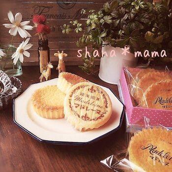 シンプルな材料で作る、ふわふわな昭和のマドレーヌ。軽い食感で食べやすいのが特徴です。作り方も簡単で作業時間もあまりかかりません。