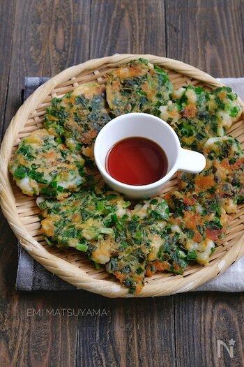 日本人には馴染み深い韓国料理のチヂミは、休日のランチにもぴったり。エビ、ニラ、ツナ、チーズ、卵など、栄養面でも優れた具材たっぷりのお手軽ご飯です。材料を混ぜて焼くだけなので、お好み焼き感覚で気軽にチャレンジしてみましょ♪
