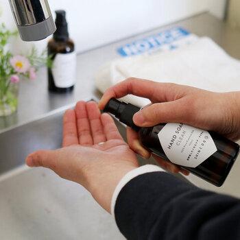 いちいち数えてはいなくても、手洗いの回数は想定以上に多いもの。洗いすぎによる手荒れを防ぐために、品質良く手肌に優しいハンドソープを常備しておきましょう。「CITE(シテ)」のSHINCOQ(しんこきゅう)シリーズのハンドソープは、その名の通り、深呼吸したくなる気持ちの良い香りが印象的。使う度、深呼吸していたら、ストレス軽減効果も期待できそうですよね。