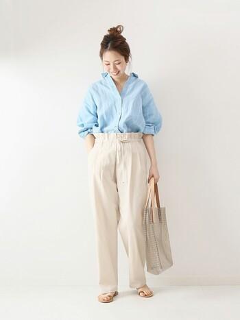 リネンの定番といえばやはりシャツ!羽織っても良し♪一枚でも良しの便利なアイテムですよね!そんなリネンも今年は、爽やかなブルーをチョイスしてみてはいかがですか?夏にも使えるアイテムなので、長く使えるおすすめアイテムですよ♡