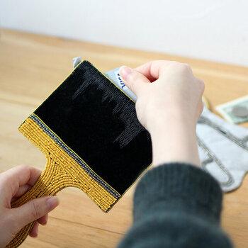 丁寧に作られたポーチは使い勝手もよく、例えば「Brush(刷毛)」は、ICカードやクレジットカードなど、ちょうど収まるサイズなので、カードケースとしても便利に使用できます。