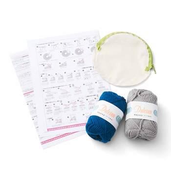 独特の編み模様と色合わせは、一見むずかしそうですが、基本的な編み方を組み合わせたりしているので、シンプルに編めて勉強にもなります。インナーポーチやばねぐちも制作キットならセットになっていて、取り付けるのも簡単♪