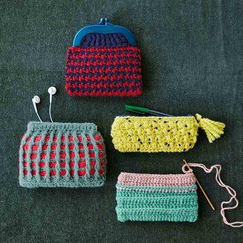 編み物が好きな方はハンドメイドのニットポーチ作りに挑戦してみてはいかがでしょうか。太めの糸を使用し、かぎ針編みでざくざく編んで作れるキットなので、ポーチ作り初心者さんでも安心して作れます。