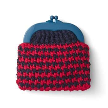 ニット作家である能勢 マユミ氏のアイディアあふれる個性的な編み地とカラフルでポップなデザインは、今風でおしゃれなニットポーチに仕上がります。