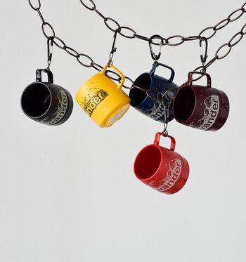 「and wander(アンドワンダー)」のマグカップは、スタイリッシュなロゴデザインが目を引きます。ダブルウォール構造とウレタン材による断熱機能とカラバリも魅力です。