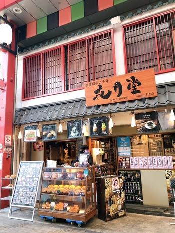 メロンパン屋さんが多い浅草エリア。「浅草 花月堂」はそのなかでも歴史が長く、1945年創業です。浅草に3店舗を構えていて、こちらの本店は浅草寺左手の西参道入口にあります。