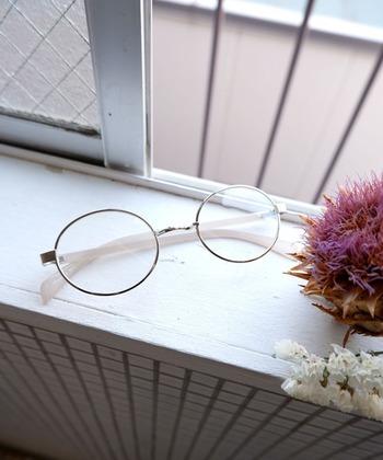 「眼鏡とヘアスタイル」のお洒落な【相乗効果】とは?ヘアとコーデの両方ぬかりなく♪