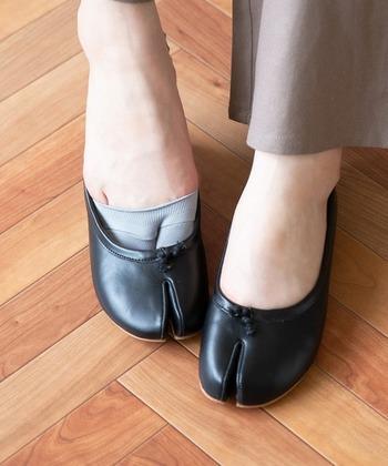 隠れる靴下/カバーソックスには「足袋」タイプもあるってご存知でしたか?じわじわ人気のタビフラットシューズを履く際も、しっかり隠れてくれます♪
