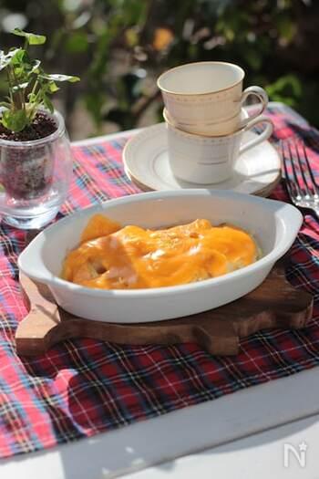 ちくわぶにカレー粉をまぶし、バターとチーズをのせて焼くという斬新なアイデア。モチモチ食感と香ばしさ、そしてチーズのコクが絡み合います。