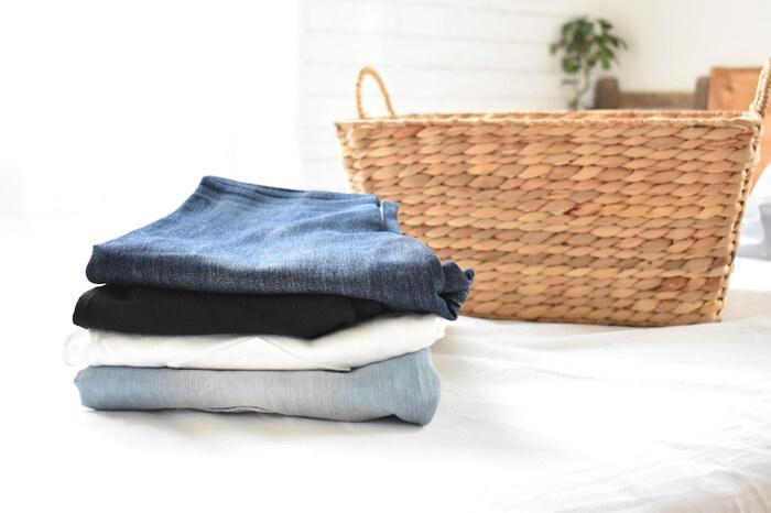 かさばりがちなズボン、どう収納すればいい?マネしたい収納術&お役立ちグッズをご紹介