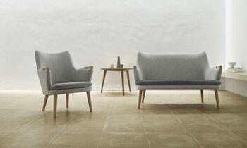1908年に設立されたデンマークの家具ブランド、カール・ハンセン&サンでは、まだ無名だった頃のハンス・J・ウェグナーとタッグを組み、数々の名作椅子を手掛けています。「Yチェア」や「ベアチェア」が有名です。  こちらはベアチェア「CH71」と「CH72」です。