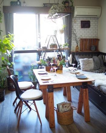 おしゃれな「馬脚テーブル」を自分好みにDIYで作れば、お部屋の満足度が一気にあがります。  ソーホースブラケットを使えば、難しい工程もなく、DIY初心者さんでもあっという間に「馬脚テーブル」が完成!新しいテーブルが欲しいなと思ったら、DIYでつくる「馬脚テーブル」をぜひ、選択肢に加えてみてくださいね。