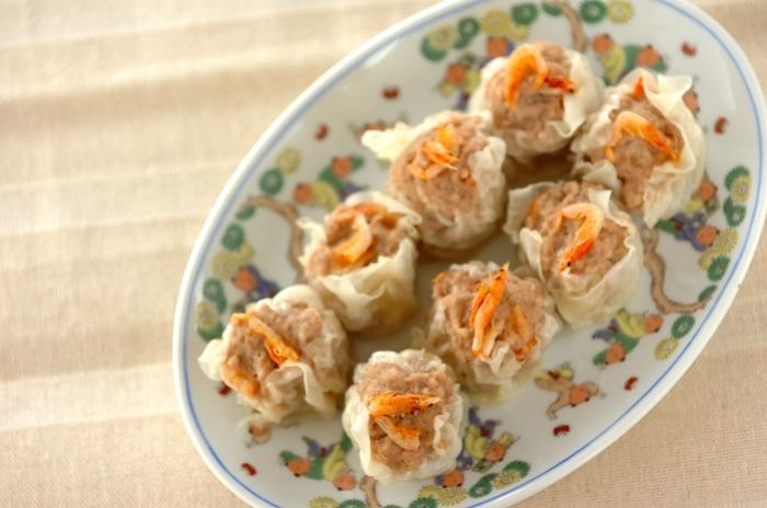 豚挽き肉にさらに鶏挽き肉も加わりヘルシーに。桜えびも加わりより香ばしく食感も良く、さらに桜えびをトッピングすれば色鮮やかになり、食卓が華やかになりそう。