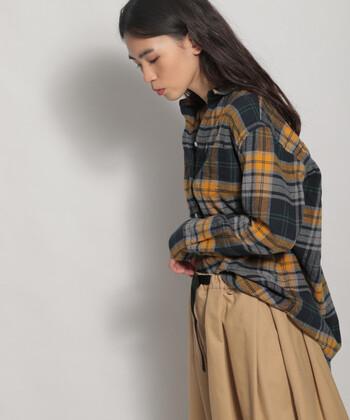 チェックシャツはほっこり感のあるスタイルをかなえてくれます。1枚でもかわいく、ニットなどの下に着ても素敵な優秀アイテムです。