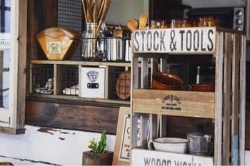100円ショップで手に入るすのこや木箱も、コーヒー収納に大活躍!上手く組み合わせて素敵なラックを手作りしてみましょう。お部屋の雰囲気にぴったりの収納アイテムでカフェみたいな雰囲気の空間に仕上がります。