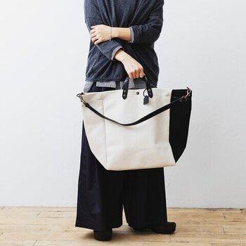 2wayのコットンバッグは何でも入れられちゃうので、通勤通学のヘビロテバッグになりそう。