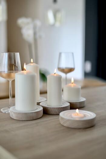 暗く長い冬はキャンドルをよく灯します。キャンドルの灯りは日ごろの疲れを癒し、リラックスした心地よい空間を演出します。  友人と食卓を囲むとき、リビングで家族と団らんするときなど、キャンドルはおうち時間で重要な存在です。安全に気軽に楽しめるLEDキャンドルも人気です。