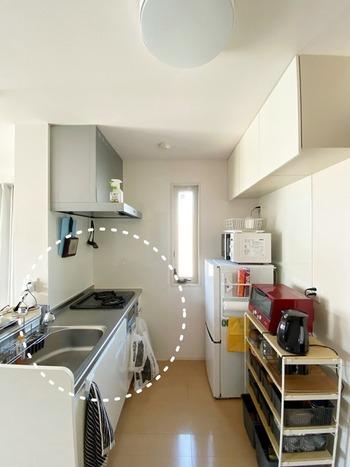 作業台には何も置かない、もしくは使用頻度の高い厳選したキッチンツールのみを置くようにすると、炊事がはかどりますよ。調理後の汚れもさっと拭くだけで簡単にキレイになるのも嬉しいですね。