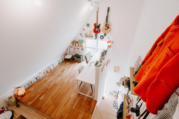 趣味のためだけの空間が欲しいのであれば、ロフトを活用してみませんか? ロフトに趣味用品とデスク&チェアを置けば、それだけで趣味のためのお部屋が完成します。秘密基地のような雰囲気で、わくわくしますよね。