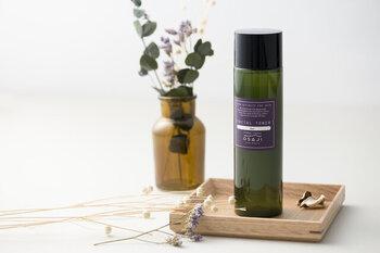 肌の水分と油分のバランスを整える角質細胞に着目して誕生した化粧水です。ミネラルをたっぷり含んだアルプスの温泉水が、ターンオーバーを正常にして健康的な素肌を保持します。スキンケアの時間が心地よくなる、豊富な香りのバリエーションも◎。