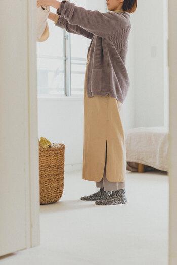 ミックス感あるざっくりとした素材が素敵。天然素材で作られているからサラサラとした肌触りで、程よい厚みで快適な履き心地。