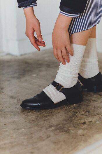 ゴムが使用されているのは履き口のみ。リブの自然な伸縮で柔らかなフィット感を味わえます。