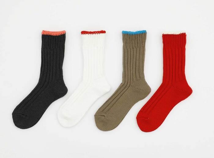 メンズブランド「FUJITO」のデザイナー藤戸剛氏がディレクションを手掛ける、ハイタイド初の靴下ブランド「OBSCURE SOCKS(オブスキュアソックス)」の「ROSA(ローザ)」は手編みのようなざっくりとした風合いのローゲージソックス。通常より糸の量を多く入れて編み立てをしているので、ボリュームがあり丈夫な作り。
