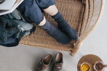 かかとがなくゆったりとした着用感なので、締めつけ感なし。フィット感のある靴下がストレスに感じる方におすすめ。リラックスタイムの足を優しくホールドしてくれます。